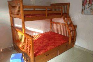 giường tầng cũ gỗ thịt vecni