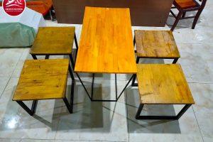 bỗ bàn ghế ăn gỗ thông cũ cỡ nhỏ