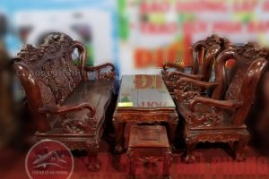 Bàn ghế gỗ màu cánh gián