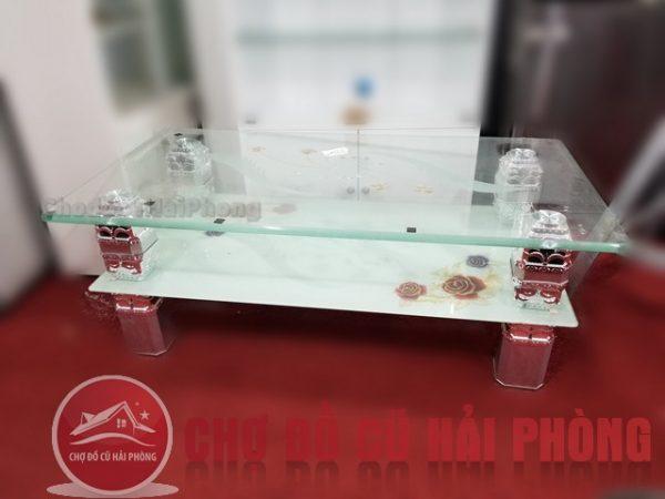Bàn uống nước bằng kính