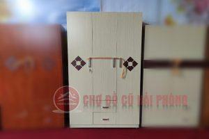 Tủ quần áo gỗ công nghiệp màu sữa hoa vuông 3 cánh