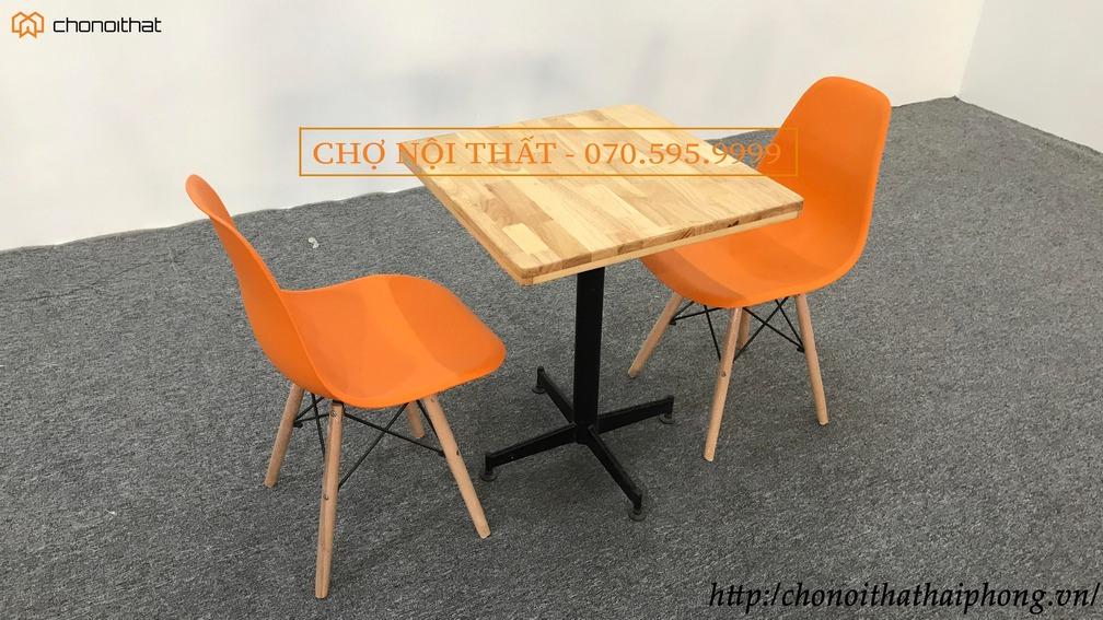 Bàn cafe gỗ cao xu mặt xuông, ghế emes